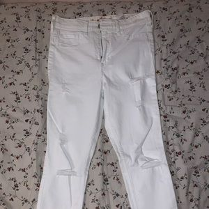 White Hollister Skinny Jeans w. rips